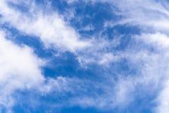 与白色云彩的蓝色skyBlue天空 免版税库存照片