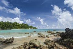 与白色云彩的Havelock海岛蓝天,安达曼群岛, Ind 库存照片