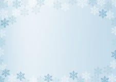 与白色和蓝色雪花的冬天边界在蓝色弄脏了软的背景 圣诞节和新年假日墙纸 库存照片