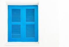 与白色墙壁的蓝色窗口 免版税库存图片