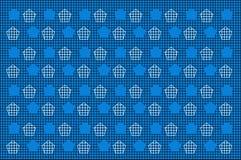 与白色多角形样式的黑滤网在蓝色背景 免版税库存照片