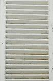 与白色快门的窗口 免版税图库摄影