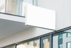 与白色拷贝空间的空白现代垂悬的公司墙壁标志 库存图片