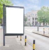 与白色显示和商业营销用途的城市广告牌 库存图片