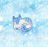 与白色极性狐狸的美丽的花卉卡片在动画片样式在密林 背景蓝色装饰 免版税图库摄影