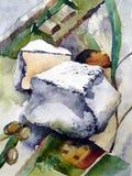 与白色模子挂布和橄榄的乳酪 库存照片