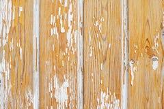 与白色油漆的老木头 垂直 免版税图库摄影