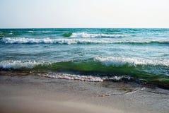 与白色泡沫的大波浪 免版税图库摄影