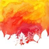 与白色的橙色水彩秋天背景 免版税库存图片