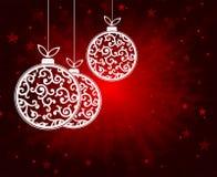 与白色的球的红色圣诞节背景 免版税库存照片