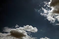 与白色的蓝天覆盖系列02 免版税库存图片