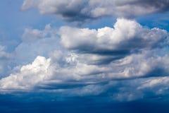 与白色的蓝天覆盖系列09 图库摄影