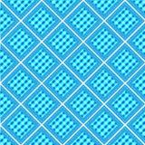 与白色破折线框架轻拍的蓝色淡色格子花呢披肩金刚石形状 免版税库存照片