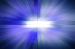 与白色空白的蓝色光芒背景在中心 免版税图库摄影