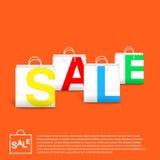 与白色空的袋子的橙色销售背景 库存照片