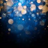 与白色被弄脏的雪花、强光和闪闪发光的圣诞节和新年模板在蓝色背景 10 eps 向量例证