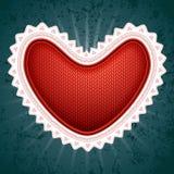 与白色装饰的大红色华伦泰的心脏  图库摄影