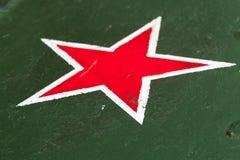 与白色边界的红色星在绿色 图库摄影