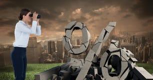 与百分之标志的残破的具体都市风景的石头和女实业家 免版税库存图片