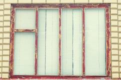 与百叶窗的老窗口在村庄 免版税库存照片