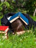 与的人睡眠书 免版税库存图片