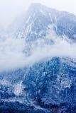 与的山风景云彩 库存图片