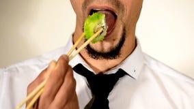 与的有胡子的食人的寿司筷子 影视素材