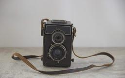 与皮带的葡萄酒照相机 库存照片
