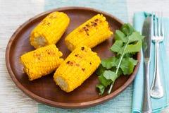 与盐和黄油的烤玉米棒子 免版税图库摄影