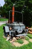 与盖子的葡萄酒军事拖车chuckwagon修造在罐 库存照片