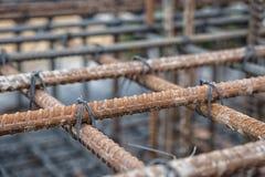 与盘条的铁棍混凝土或水泥的增强的 免版税库存照片