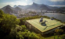 与直升机的停机坪在里约热内卢 库存图片