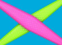 与相交立方体的纹理的抽象绿色和桃红色形状-充满活力的颜色 向量例证