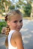 与看的甜小女孩画象从后面 库存图片