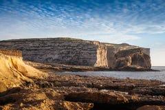 与真菌岩石的Dwejra峭壁 库存照片