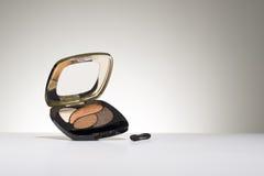 与眼影膏的化妆用品协定 免版税库存图片
