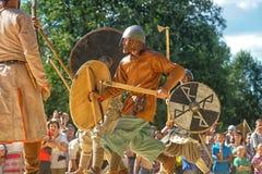 与矛的争斗 免版税库存照片