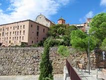 与石墙的美丽的老大厦在塞韦拉,莱里达省加泰罗尼亚,西班牙 南的一个小省镇,美丽 库存照片