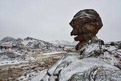 与石头的美好的冬天风景 库存照片