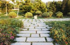 与石头的Sideway 免版税库存照片