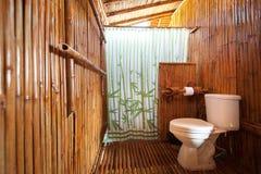与石工阵雨小卧室的卫生间竹子 库存图片