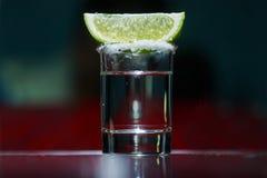 与石灰的龙舌兰酒 免版税图库摄影