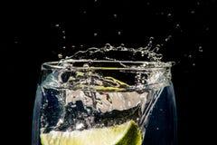 与石灰的Gin&Tonic 库存照片