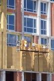 与矿棉的外部房子墙壁保冷,修造建设中 免版税库存图片