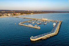 与码头和海滩,波兰的索波特手段 r 免版税图库摄影
