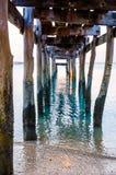 与码头老废墟的日落  图库摄影