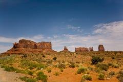 与砂岩形成的纪念碑谷告诉了他的王位的国王 库存照片