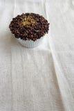 与砂金的豪华杯子蛋糕 免版税图库摄影