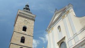 与砖做的钟楼的老传统建筑反对天空蔚蓝 影视素材