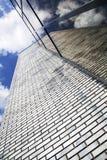 与砖块和玻璃的现代办公楼 免版税库存图片